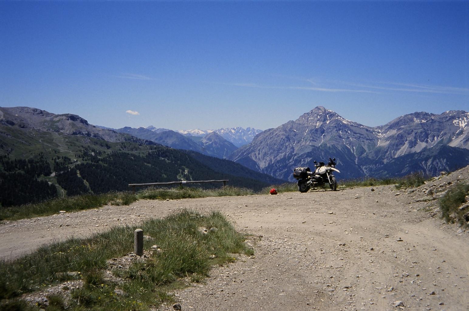 In 2003 vermoedde ik al dat die grote berg op de achtergrond bijzonder was. Ft Jafferau vanop de Assietta kamroute