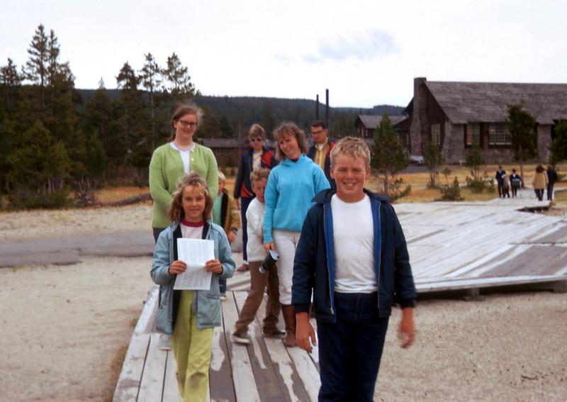 1026 - Mom, Jeannette, Todd, Linda, Mike (12-70).jpg