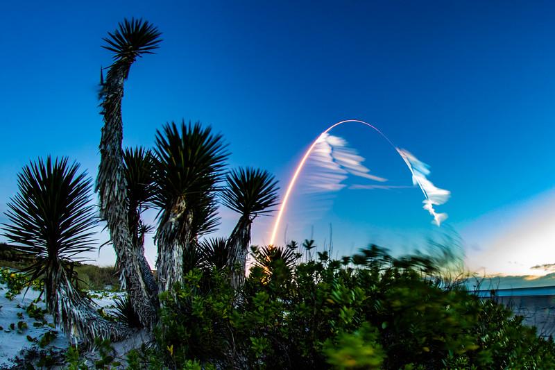 Atlas V and Starliner Soar in the Early Morning Sky