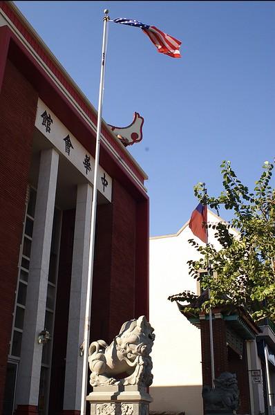 ChineseConsolidatedBenevolentAssoc014-WestSculptureAndFlagsInFront-2006-9-18.jpg
