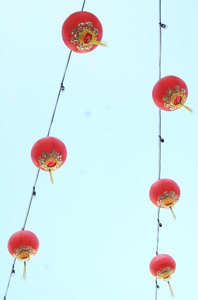ChinatownWestPlaza007-DecorationsOverHead-2006-10-25.jpg