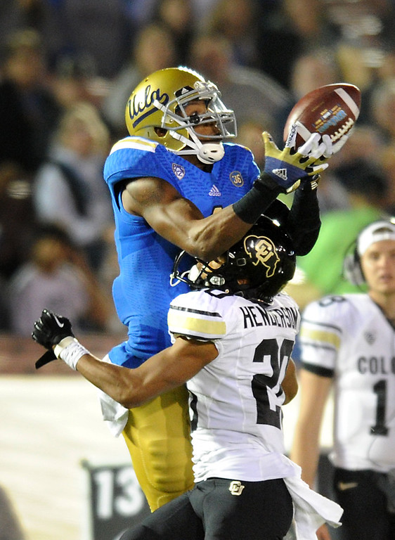 . UCLA WR Shaquelle Evans can\'t hold onto a long pass as he is defended by Colorado\'s Greg Henderson, Saturday, November 2, 2013, at the Rose Bowl. (Photo by Michael Owen Baker/L.A. Daily News)