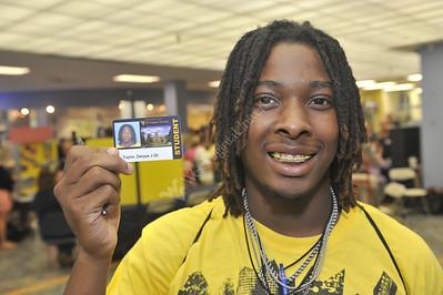 28389 - Freshman receiving Student IDs