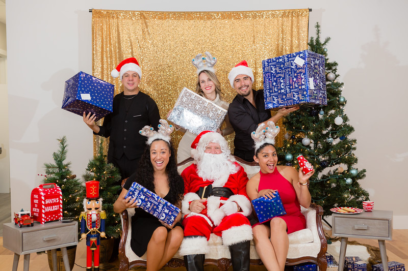 FADS Picture with Santa-382.jpg