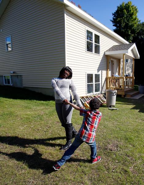 Family to Move Into Habitat House-091914