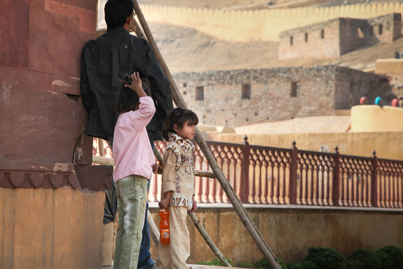 Kids with dad at Amber Fort.