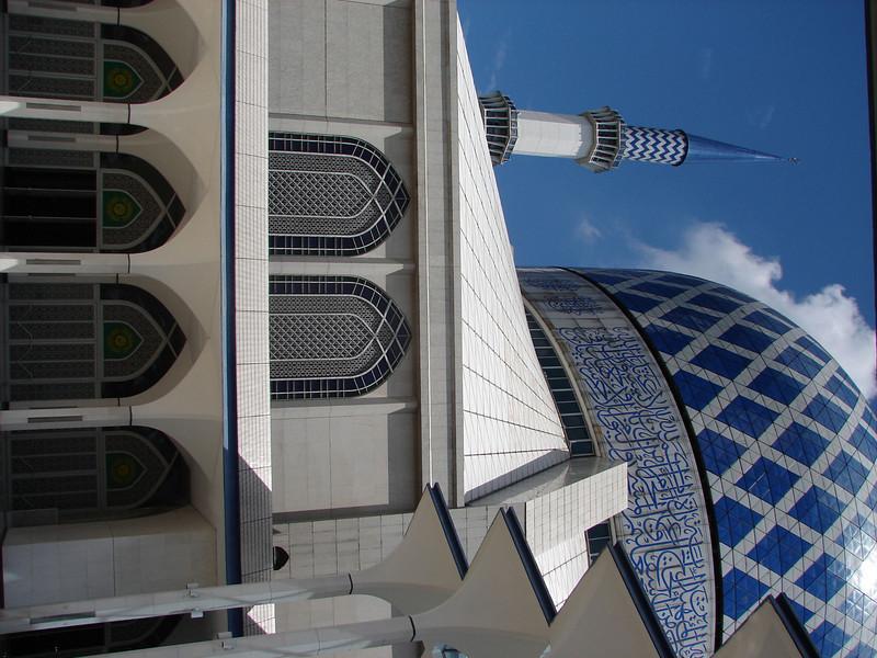 Sultan Salahuddin Abdul Aziz Mosque, known as The Blue Mosque in Shah Alam Malaysia (2).JPG