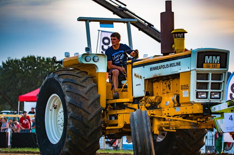 Tractor Pulling 2015-01690.jpg