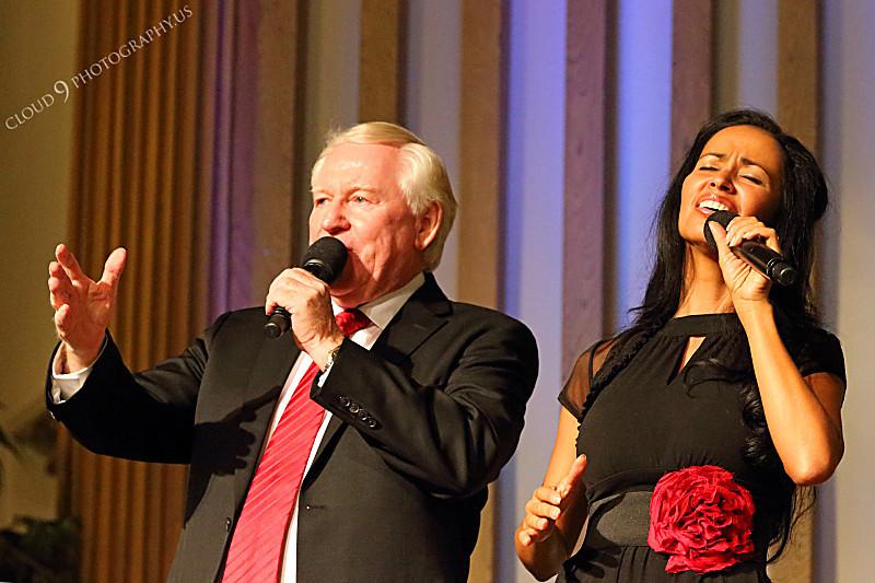 AMER-CMM 00032 Heritage Singers founder Max Mace sings praise worship with his daughter-in-law Adrianne Mace by Peter J Mancus.JPG