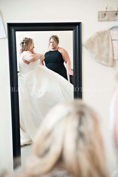 Hillary_Ferguson_Photography_Melinda+Derek_Getting_Ready184.jpg