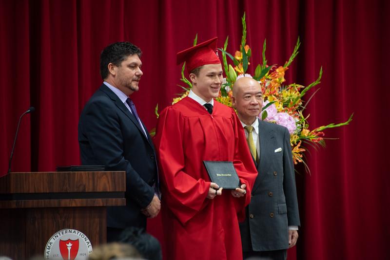 Senior -Graduation-YIS_3158-2018-19.jpg