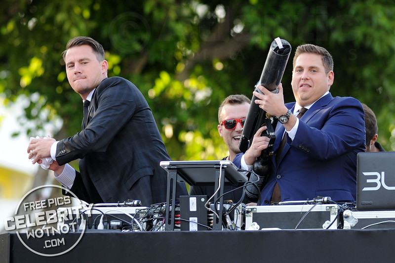 Jonah Hill And Channing Tatum Fire T-Shirts To Fans!