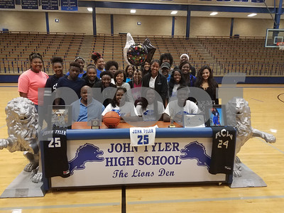 john-tylers-daz-johnson-signs-to-play-basketball-at-cisco-college