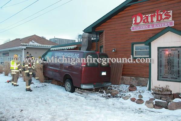 1/15/16 - Mason car vs. building, 117 S. Cedar St