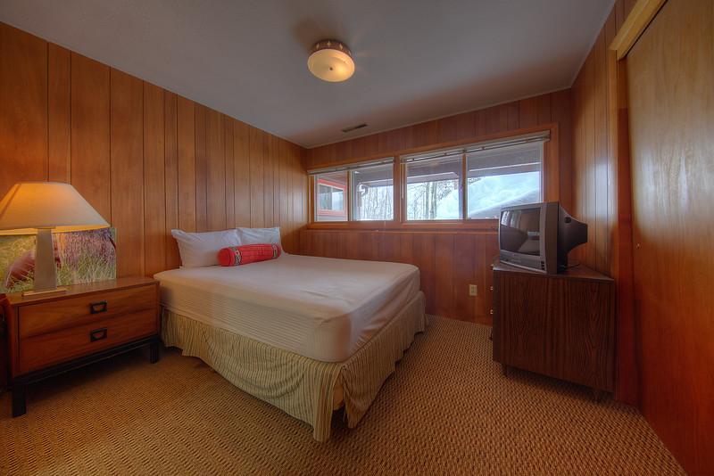 Bed 4-7.JPG