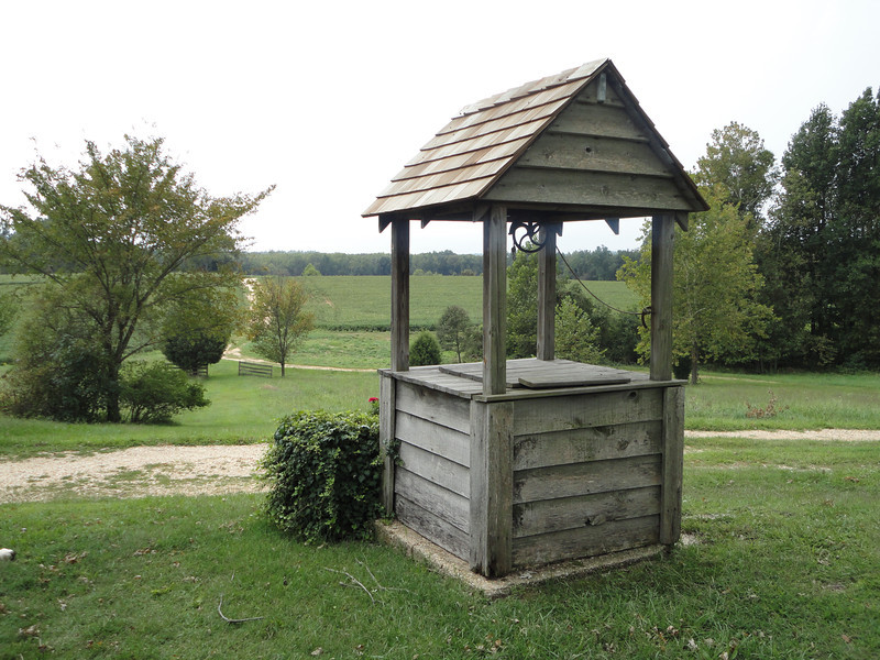 The Mudd House well.