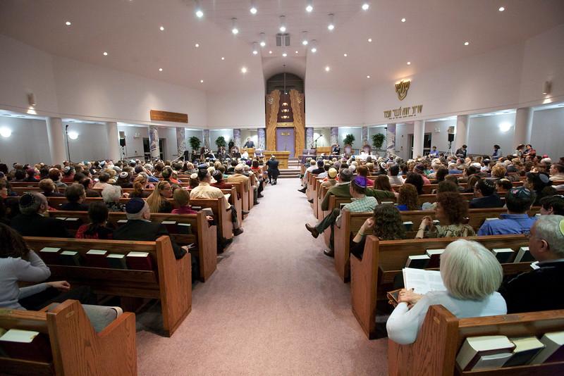 Rabbi Moline gives opening remarks