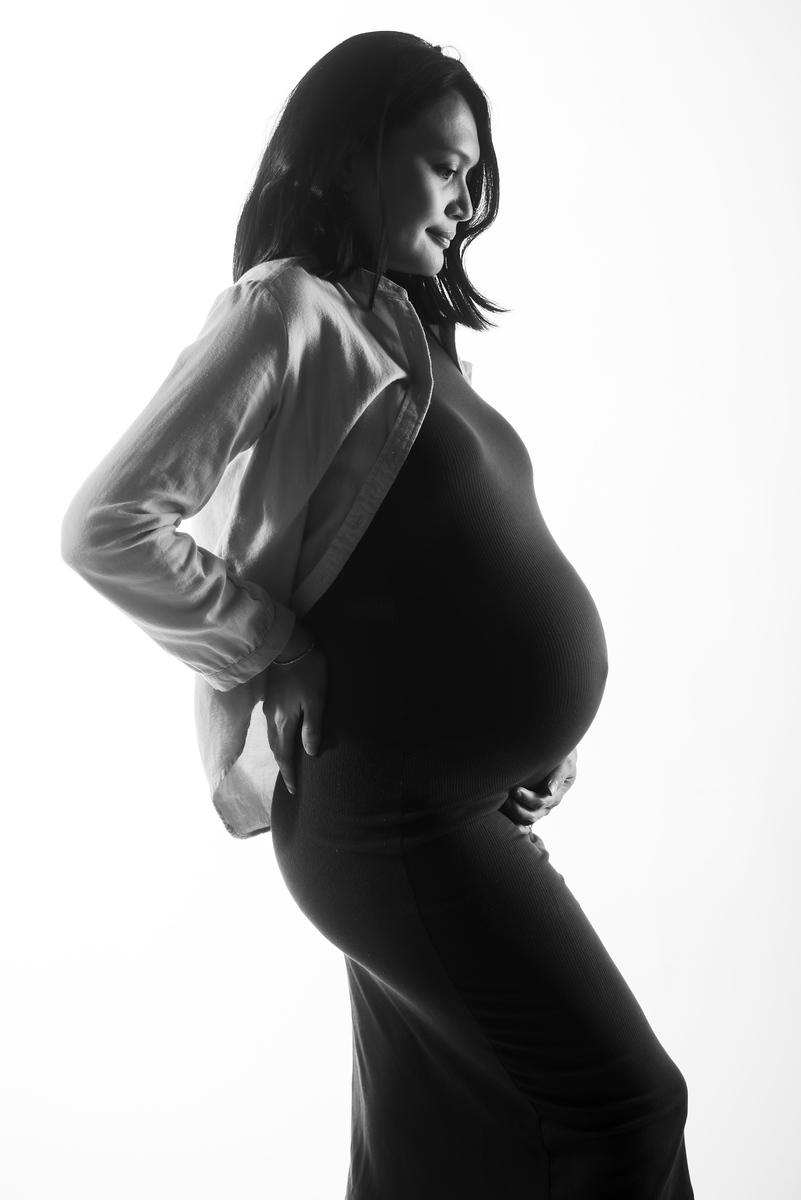 classic black & white maternity portraits