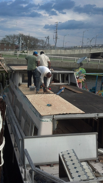 2013-06-14 House Boat Construction