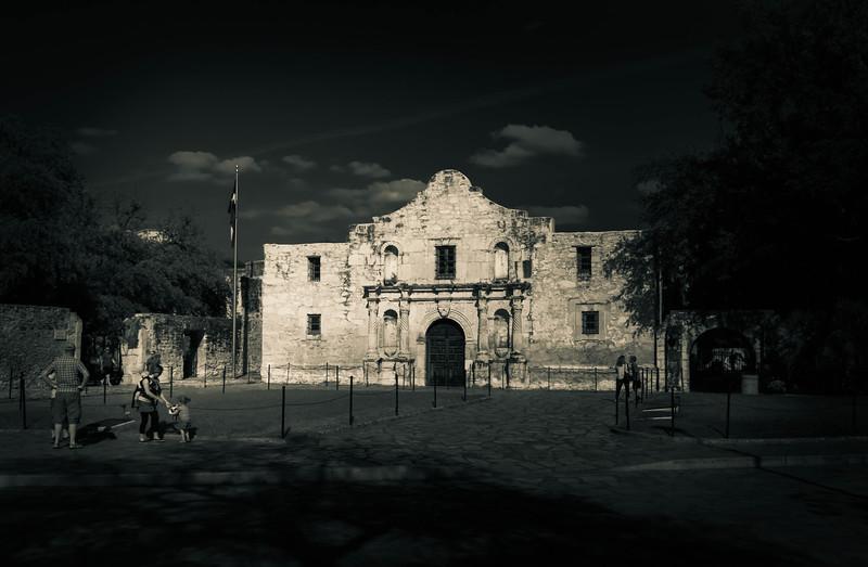 Alamo b&w.jpg
