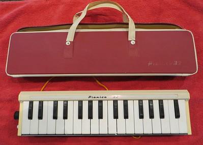 Yamaha/Tokai Gakki Pianica 32