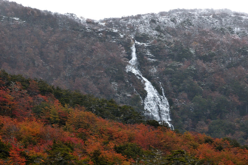 2012 Karukinka lake deseado water fall.jpg