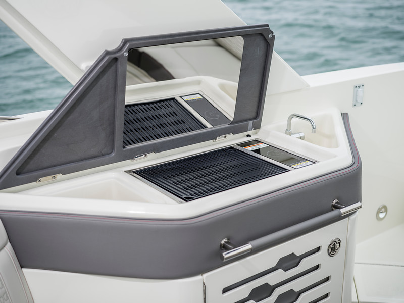 2020-SLX-R-310-outboard-cockpit-wetbar-grill-01.jpg