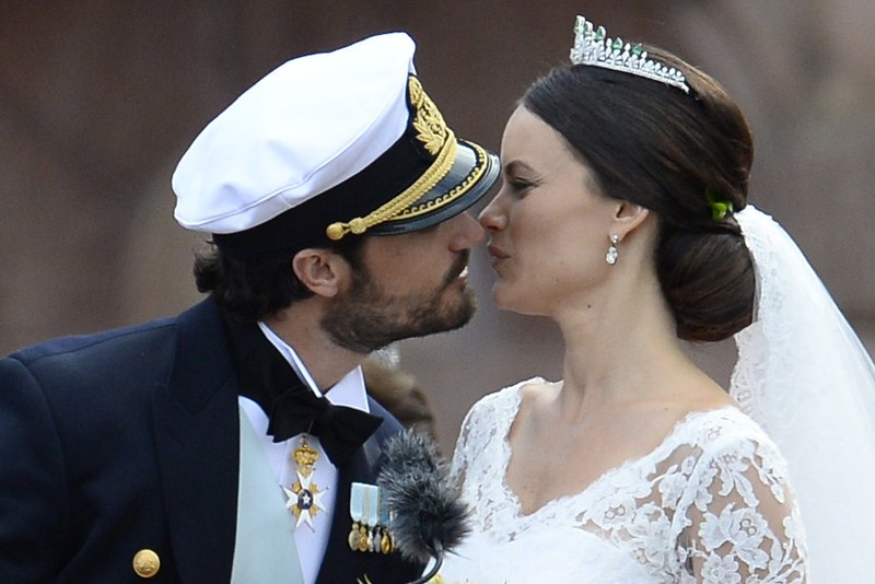. Sweden\'s Princess Sofia (R) and Sweden\'s Prince Carl Philip kiss after their wedding ceremony at Stockholm Palace on June 13, 2015. AFP PHOTO / JONATHAN NACKSTRAND/AFP/Getty Images