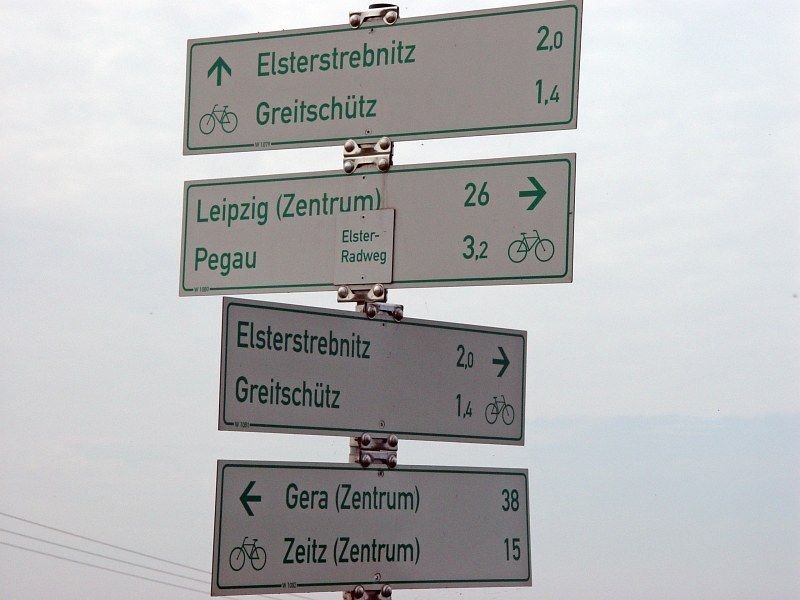 2005-09-10_06213 noch 38km bis zum Etappenziel für heute (Gera)- in Wirklichkeit warens aber noch einige mehr only 38km to go before reaching my goal for the day (Gera) - in reality it were a lot more kilometers