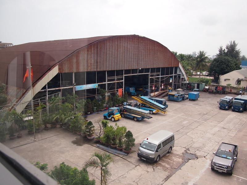 P3090533-old-hangar.JPG