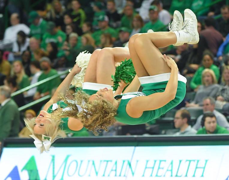 cheerleaders0415.jpg