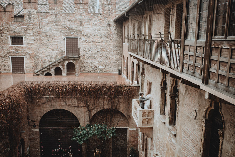 Tu-Nguyen-Wedding-Photographer-Hochzeitsfotograf-Verona-Italy-Winery-Oldtown-Arena-Juliet-Balcony-31.jpg