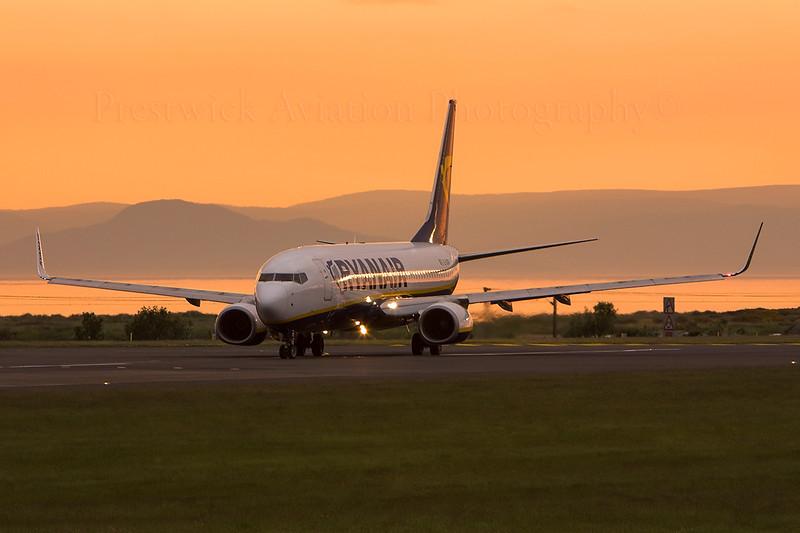 EI-DCN. Boeing 737-8AS. Ryanair. Prestwick. 300508.