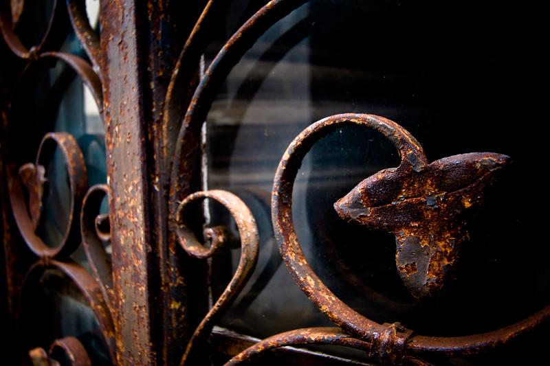 recoleta-rusted-fence_5735779274_o.jpg