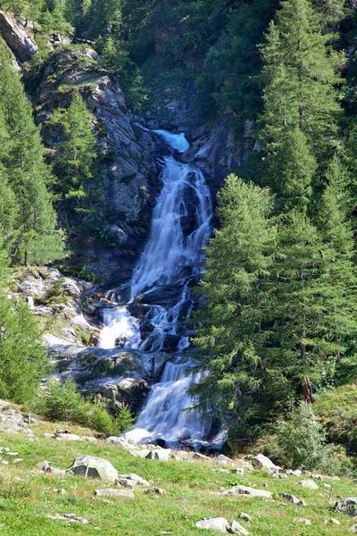 Casgioleir waterfall. Source: archiviolagomaggiorevaresotto.blogspot.com