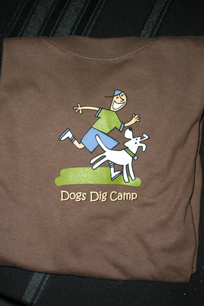 """brown t-shirt """"Dogs Dig Camp"""""""