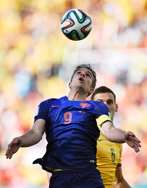 . Netherlands\' Robin van Persie eyes the ball during the group B World Cup soccer match between Australia and the Netherlands at the Estadio Beira-Rio in Porto Alegre, Brazil, Wednesday, June 18, 2014. (AP Photo/Martin Meissner)
