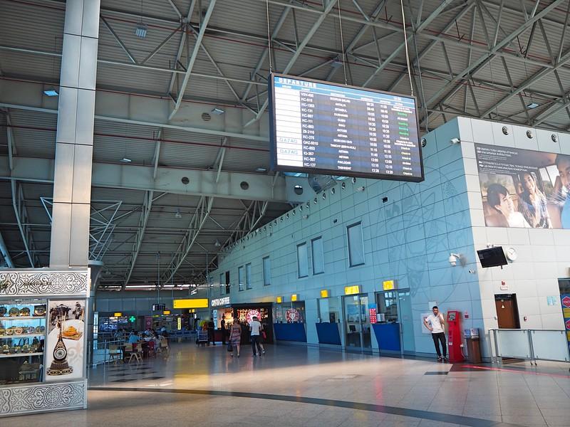P7200022-departure-hall.jpg
