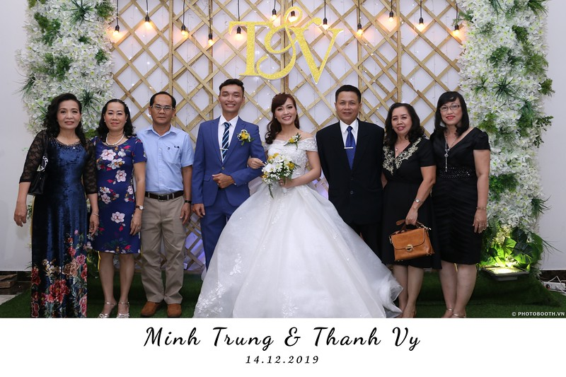 Trung-Vy-wedding-instant-print-photo-booth-Chup-anh-in-hinh-lay-lien-Tiec-cuoi-WefieBox-Photobooth-Vietnam-041.jpg