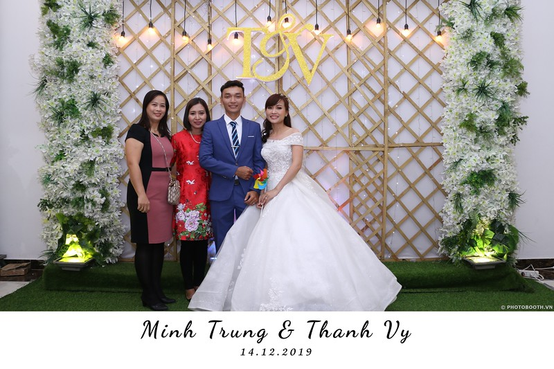 Trung-Vy-wedding-instant-print-photo-booth-Chup-anh-in-hinh-lay-lien-Tiec-cuoi-WefieBox-Photobooth-Vietnam-015.jpg