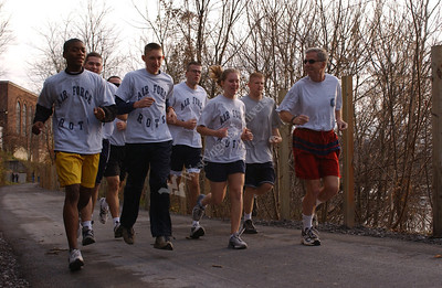 21914 General Foglesong Jogging with Cadets