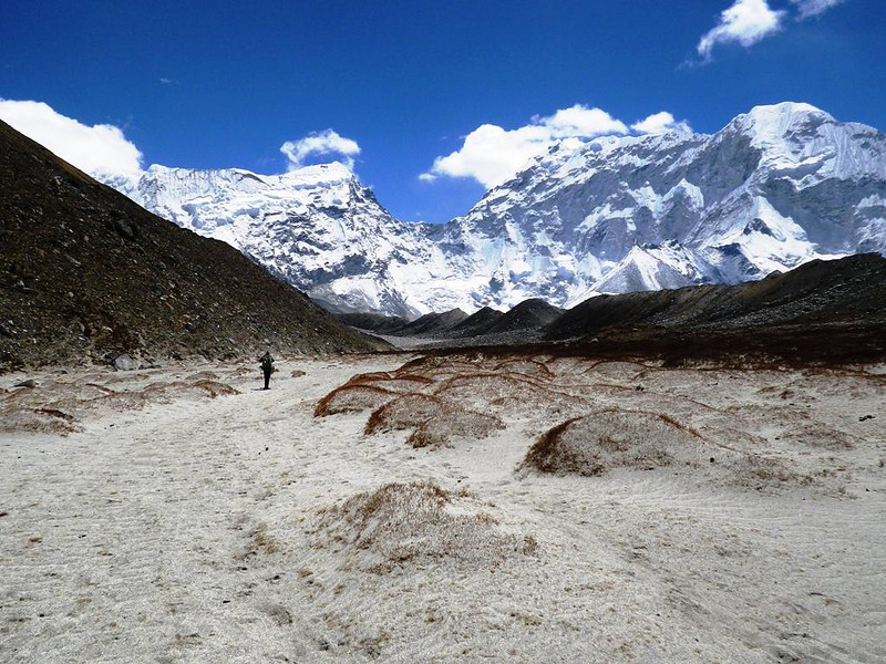Imja Valley - going downhill: Baruntse (23,465ft = 7.152m) to the right.