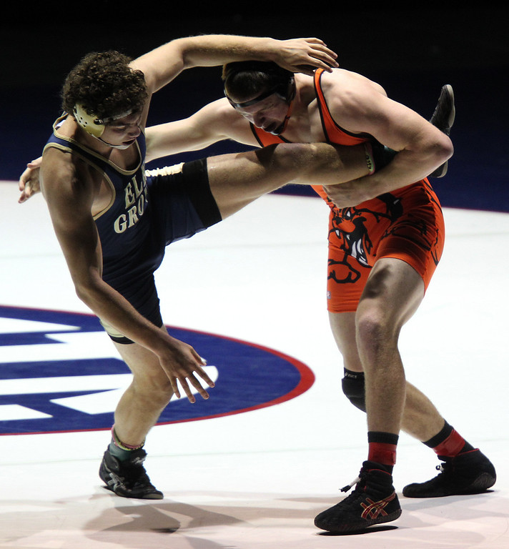 . Vacaville\'s Jeramy Sweany, right, wrestles against Elk Grove\'s Scott Votino in the 195-pound championship match during the California Interscholastic Federation wrestling championships in Bakersfield, Calif., on Saturday, March 2, 2013. Sweany would go onto win 6-1.(Anda Chu/Staff)