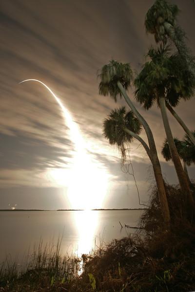 Endeavour_liftoff_streak.jpg