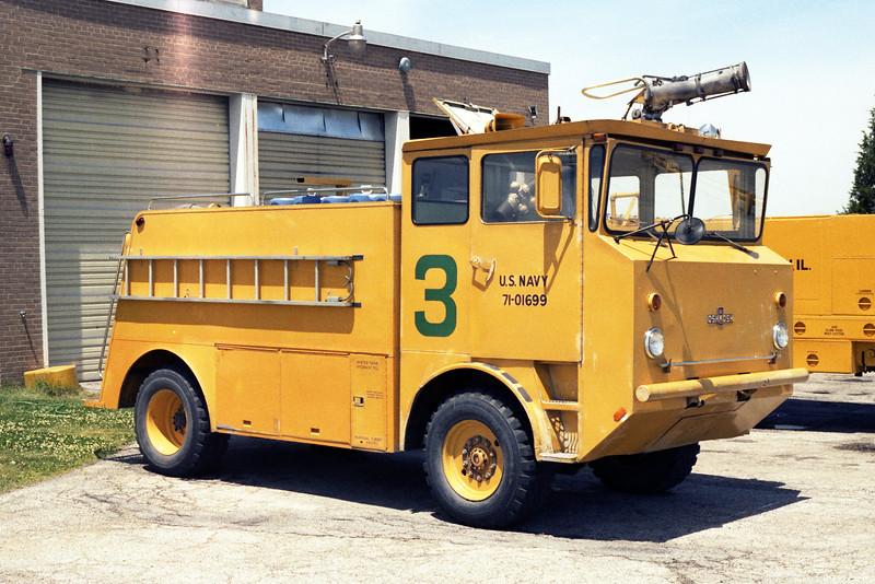 GLENVIEW NAS  CFR 3  1971 OSHKOSH M-1000  750-1000-130.jpg