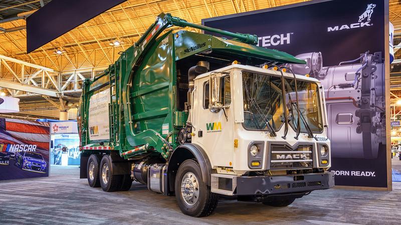 Waste Management Mack MRU Terra Pro McNeilus Contender Front Loader