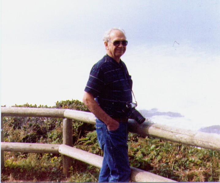 Wayne Eldredge, Oregon Beach,  -1989,   5-20-2005 6-12-50 PM 804x672.jpg