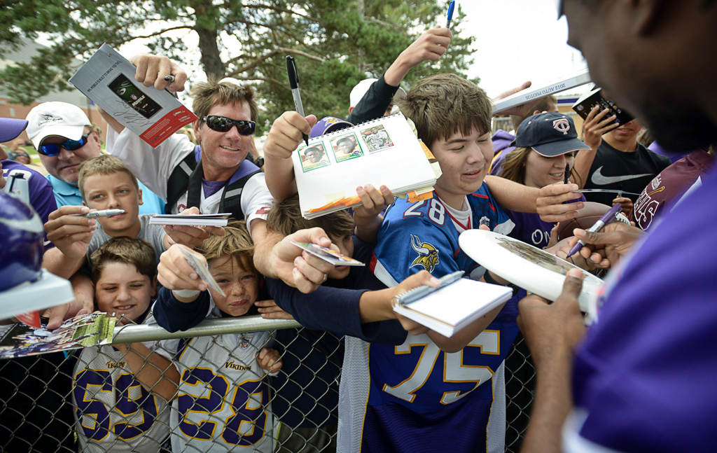 . Wide receiver Cordarrelle Patterson signs autographs Friday. (Pioneer Press: Ben Garvin)
