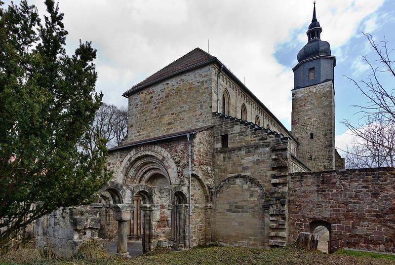 Thalbürgel, ehem. Klosterkirche: Blick auf Ruine des Westvorhalle und Langhaus