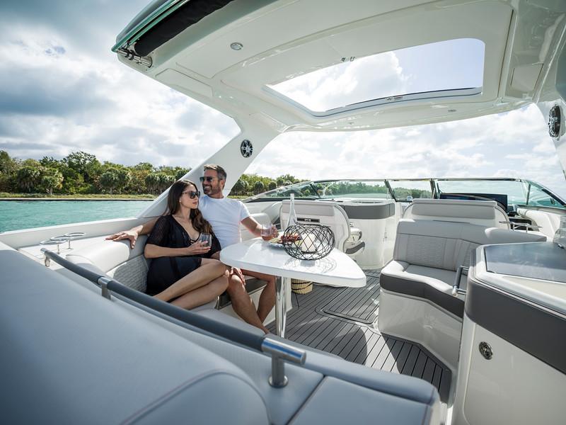 2020-SLX-R-310-outboard-lifestyle-30.jpg
